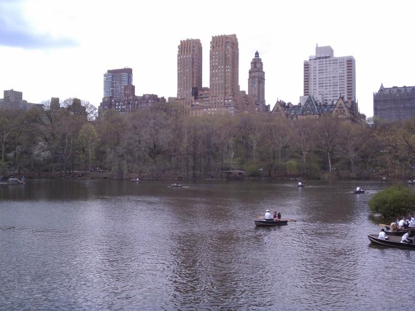 העיר ניו יורק מעל לאגם בסנטרל פארק